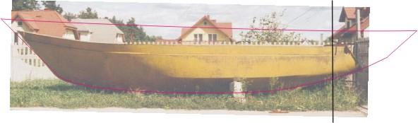 """Kontur nowego kadłuba na tle """"stanu istniejącego"""" (pionowa czarna linia pokazuje miejsce odcięcia pawęży)"""